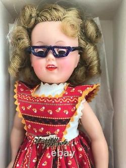 SHIRLEY TEMPLE VINTAGE DOLL GIFT SET in Original Gold Star Box from 1950s